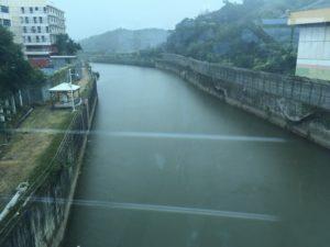深圳と香港の間の川