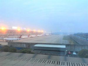上海浦東国際空港は、霧。PM2.5?