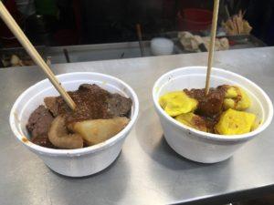 五香牛雑小椀30元と魚肉焼売15元