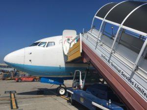 厦門航空(XIAMEN AIR)にはタラップを使って乗ります