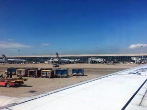 厦門航空(XIAMEN AIR)の機内から香港国際空港を3時間眺めました