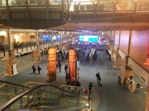 バンクーバー国際空港 トーテムポールがお出迎え