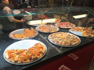 MEGABITEのピザ
