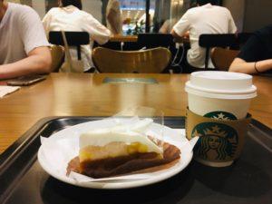 STARBUCKS新宿野村ビル店のパイクプレスブレンドとバナナクリームパイ