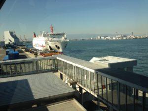 大阪南港停泊中のパンスタードリーム号